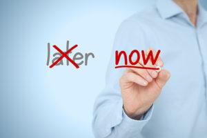 Solution against procrastination. Leader motivate to work.